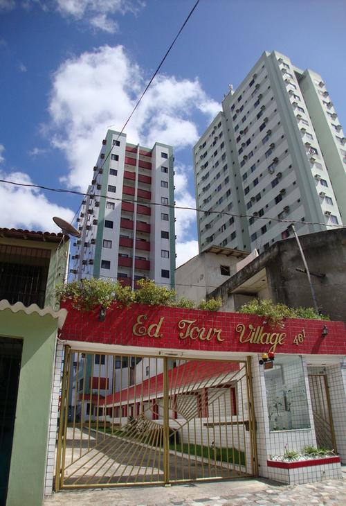 Tour Village